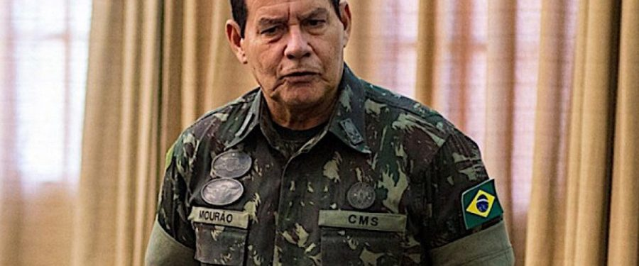 """Vice de Bolsonaro ofende mães solo ao associar seus filhos a """"desajustados"""""""