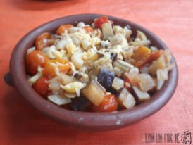 Pasta con berenjena y tomatitos