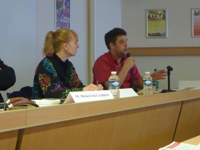 1ère table ronde : Marc PELISSIER (Fnaut IDF) - Martine SELLIER (INDECOSA Cgt) - Patrick BACOT (ALF)- Laurence MAURIAUCOURT (Journaliste à l'Humanité) - Michel JALLAMION (Convergence des Services Publics)