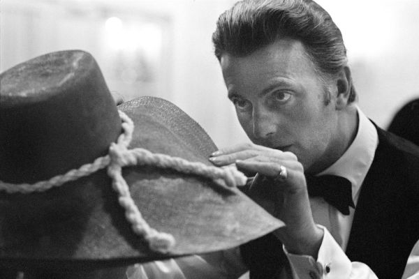 Hubert De Givenchy Dies At The Age Of 91   Fashion News ...