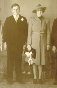 Jackel, Ivan & Moore, Alma wedding 1940 - Copy small cropped