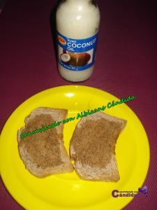 Tostadas de pan de espelta sin levadura con aceite de coco