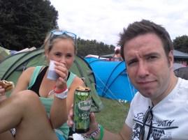 Tent opgezet en nu lunchen