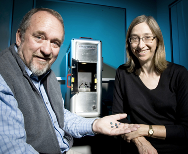 OPAL director Peter Sutton and CSIRO's Leanne Bischof with the Gemmological Digital Analyser (GDA)