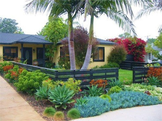 Gorgeous Front Yard Courtyard Landscaping Ideas 18