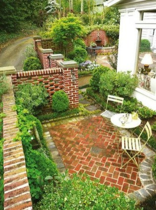 Gorgeous Front Yard Courtyard Landscaping Ideas 20