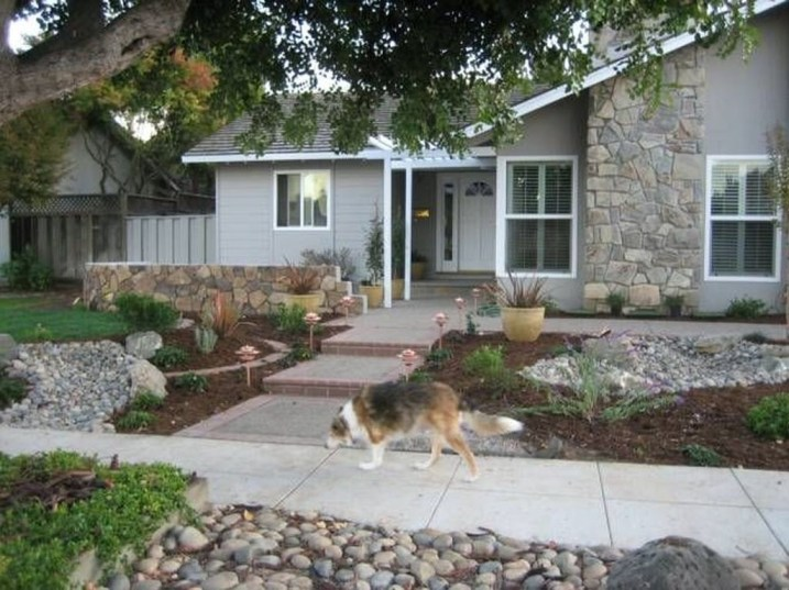 Gorgeous Front Yard Courtyard Landscaping Ideas 22