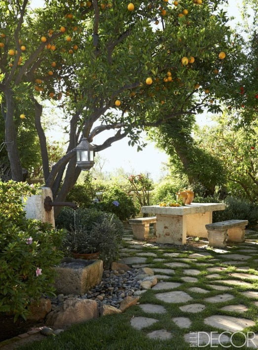 Gorgeous Front Yard Courtyard Landscaping Ideas 27