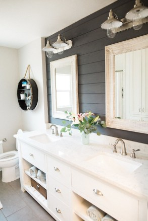 Modern Farmhouse Bathroom Remodel Ideas 42