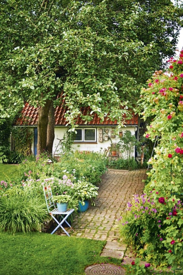 Amazing Scandinavian Backyard Landscaping Ideas 35
