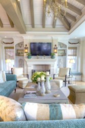 Comfy Coastal Themed Living Room Decorating Ideas 33
