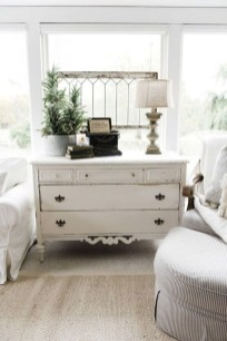 Charming Antique Farmhouse Decoration Ideas 19