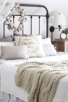 Inspiring Modern Farmhouse Bedroom Decor Ideas 23