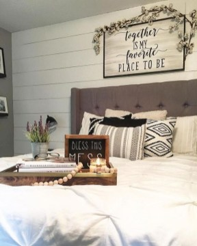 Inspiring Modern Farmhouse Bedroom Decor Ideas 32