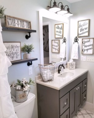 Lovely Farmhouse Bathroom Accessories Ideas 34