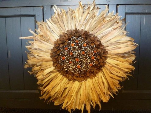 Stylish Fall Wreaths Ideas With Corn And Corn Husk For Door 01