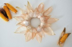 Stylish Fall Wreaths Ideas With Corn And Corn Husk For Door 19