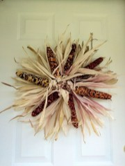 Stylish Fall Wreaths Ideas With Corn And Corn Husk For Door 30