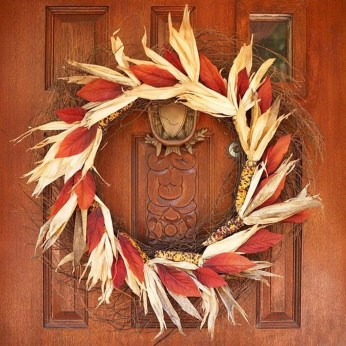 Stylish Fall Wreaths Ideas With Corn And Corn Husk For Door 36