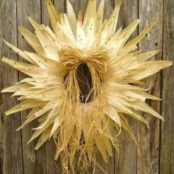 Stylish Fall Wreaths Ideas With Corn And Corn Husk For Door 39