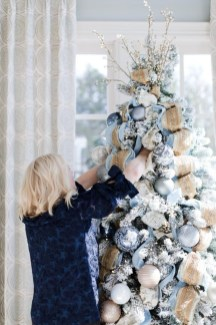 Adorable Gold Christmas Decoration Ideas 12