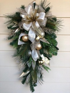 Adorable Gold Christmas Decoration Ideas 13
