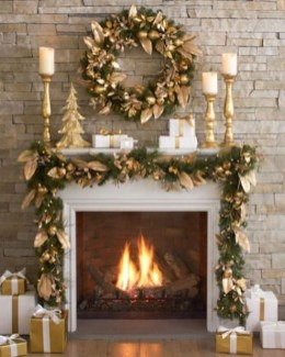 Adorable Gold Christmas Decoration Ideas 14