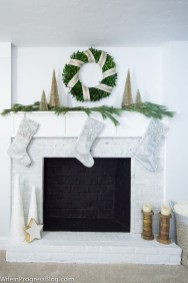 Adorable Gold Christmas Decoration Ideas 22
