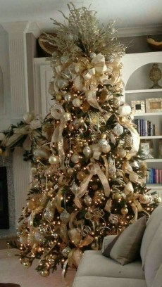 Adorable Gold Christmas Decoration Ideas 26