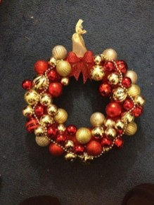 Adorable Gold Christmas Decoration Ideas 38