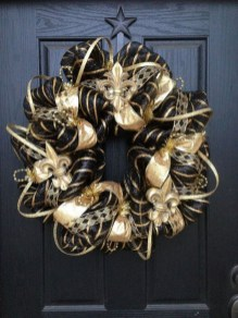 Adorable Gold Christmas Decoration Ideas 40