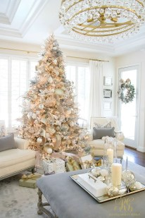 Amazing Gold Christmas Decoration Ideas 04