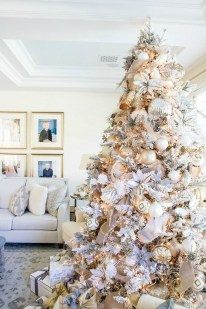 Amazing Gold Christmas Decoration Ideas 05