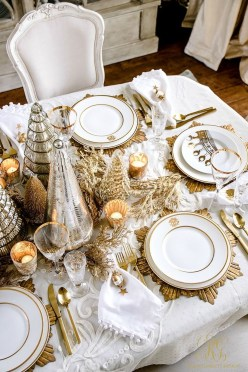 Amazing Gold Christmas Decoration Ideas 27