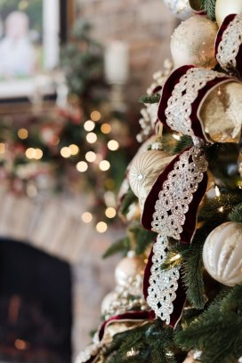Amazing Gold Christmas Decoration Ideas 34