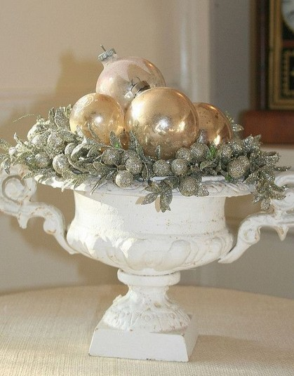 Amazing Gold Christmas Decoration Ideas 46