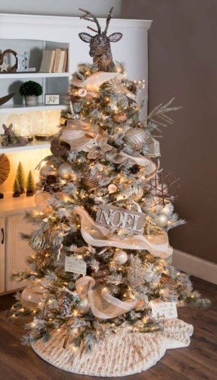 Amazing Gold Christmas Decoration Ideas 48