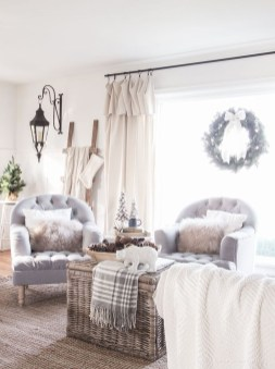 Awesome French Farmhouse Living Room Design Ideas 24