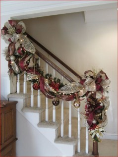 Beautiful Christmas Stairs Decoration Ideas 03