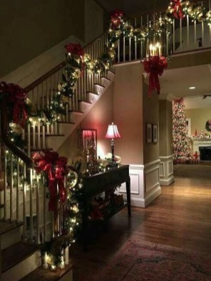 Beautiful Christmas Stairs Decoration Ideas 16