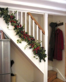 Beautiful Christmas Stairs Decoration Ideas 20