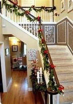 Beautiful Christmas Stairs Decoration Ideas 24