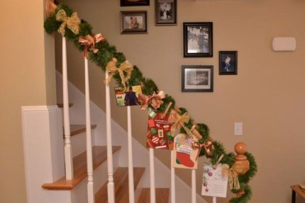 Beautiful Christmas Stairs Decoration Ideas 48