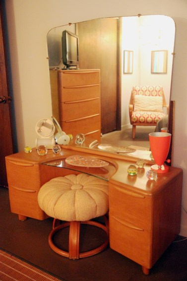 Cozy Mid Century Dressing Tables Vanities Ideas 50