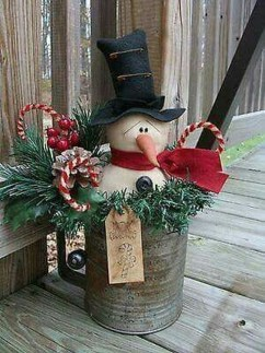 Cozy Rustic Outdoor Christmas Decor Ideas 12