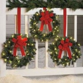 Cozy Rustic Outdoor Christmas Decor Ideas 21