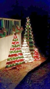 Cozy Rustic Outdoor Christmas Decor Ideas 23