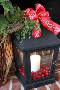 Cozy Rustic Outdoor Christmas Decor Ideas 29