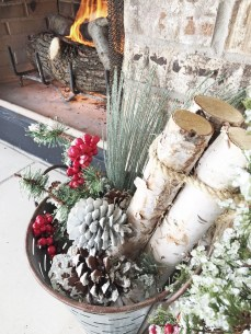 Cozy Rustic Outdoor Christmas Decor Ideas 47