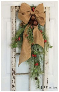 Cozy Rustic Outdoor Christmas Decor Ideas 50